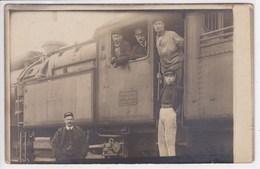 51 EPERNAY  Locomotive Avec Chauffeur , Carte Photo ,chemin De Fer De L'Est ,atelier D'Epernay Marqué Sur La Plaque - Epernay