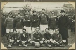 """Carte Photo D'une équipe De Football Légendée """"Besançon 1916"""". Equipe De Paris ? (Etoile , EDL). - Football"""
