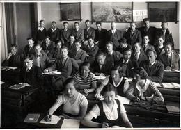Grande Photo Originale Scolaire Et Groupe D'étudiants & étudiantes En 1933 - 5 Filles Pour 28 Garçons & 1 Professeur - Personnes Identifiées