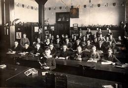 Grande Photo Originale Scolaire Et Groupe De Collégiens Garçons En 1925 - Biologie & Animaux Empaillés (Légende Dos) - Identified Persons
