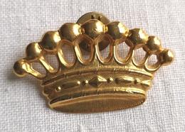 Pin's Couronne Dorée Baron 4,7cm X 2,8cm - Pins - Villes