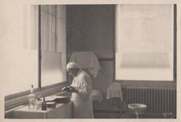 Santé - Médecin Dans Une Salle De Soins - Hôpital Saint-Michel - Paris 15ème ? Photographie - Health