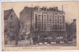 95 HERBLAY La Place Et L'hôtel De La Gare ,façade Avec Terrasse , Philatélie ,timbre 60 C Pétain - Herblay