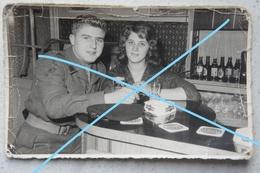 Photo BRASSCHAAT Regio Merksem Antwerpen Kapellen Café Golding Campina Bière Bier Soldat Belge Et Fiancée - Lieux