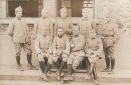 *** MILITARIA *** Photo Carte Groupe De Soldats (carte Studio Versailles - Uniforms