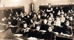 Grande Photo Originale Scolaire Et Groupe D'écolières Sage Vers 1900/10 & Poêle à Bois Au Fond De La Classe - Personnes Anonymes