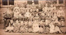 Photo Albuminée Originale Cartonnée Scolaire Et Groupe D'écolières Vers 1890 - Ecole, élèves Filles, Zuuk - Anciennes (Av. 1900)