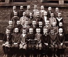 Tirage Photo Albuminé Original Scolaire Et Groupe D'écoliers En 1898 - Ecole & Jeunes Garçons - Anciennes (Av. 1900)