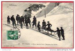 CPA 05 BRIANCON L'hiver Dans Les Forts Descente D'un Malade Par Des CHASSEURS ALPINS ( J30 ) - Reggimenti