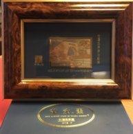 TAIWAN : TIMBRE EN OR . DANS CADRE . BOITE ET CERTIFICAT . ( POIDS 420 GRAMMES ) . - Taiwan (Formosa)