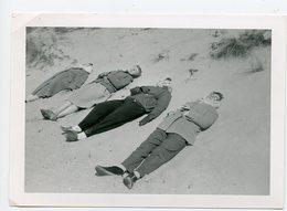 Femme Woman Etendue Plage Laying Beach Sable Sand Snapshot Superbe Quatuor 4 Unusual Bronzage Composition - Persone Anonimi