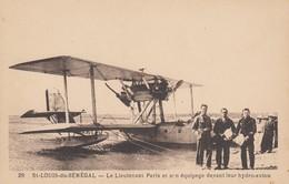 SAINT-LOUIS-du-SENEGAL: Le Lieutenant Paris Et Son équipage Devant Leur Hydro-avion - 1919-1938: Between Wars