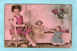 Petite FILLE Entrain De Tricoter - Poupées - - Bambini