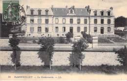 78 - RAMBOUILLET : La GENDARMERIE - CPA - Yvelines - Rambouillet