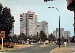 93 - PANTIN Carrefour D. Casanova - Les Tours Bleues 4 L ( Dont Immeubles HLM Résidence ) CPSM GF - Seine St Denis - Pantin