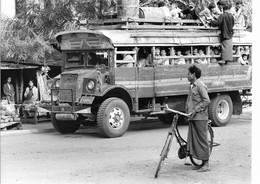 Photo Myanmar Bus (anciens Camions De L'armée) Sur La Route De Popa Photo Vivant Univers - Orte
