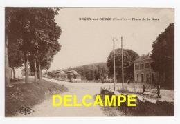 DD / 21 CÔTE D' OR / RECEY-SUR-OURCE / PLACE DE LA GARE ET VUE PARTIELLE DE LA GARE - Autres Communes