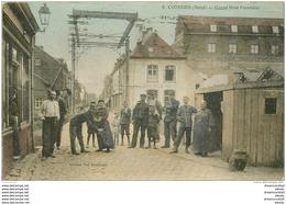 WW 59 COMINES. Fouille Par Les Douaniers Au Grand Pont Frontière. Carte Colorisée 1916 Devant Le Café Belle Vue - France