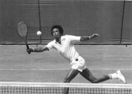 ROLAND  GARROS 1973 ARTHUR ASHE PHOTO 17 X 12 CM TIRAGE DU JOURNAL L'EQUIPE - Tennis