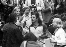 ROLAND GARROS 1977 GUILLERMO VILAS   PHOTO 17 X 12 CM TIRAGE DU JOURNAL L'EQUIPE - Tennis