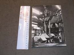 SERAING - COCKERILL - HALL  AVEC MACHINE - ANNEES 20/30 - Lieux