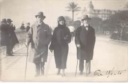 ** CARTE PHOTO / REAL PHOTO 13/01/1925 - Bon Plan 3 Promeneurs Sur La PROMENADE DE ANGLAIS Près Du NEGRESCO - Format CPA - Autres