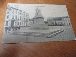 Wavre, La Grand Place Et La Statue A Leopold 1er - Wavre