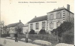 D18 - NEUVY DEUX CLOCHERS - ECOLE COMMUNALE - EN BERRY - 2 Hommes - Tas De Pierres - Autres Communes