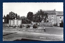 Givroulle (Bertogne). Le Monument Aux Morts Et Le Presbytère - Bertogne