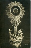 N°2898 T -cpa Saint Pierre Eglise -l'ostensoir De La Paroisse- - Saint Pierre Eglise