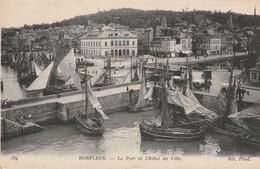 14 Honfleur. Le Port Et L'hotel De Ville - Honfleur