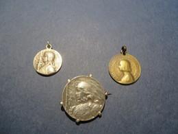 3 Medailles , JEANNE D'ARC Ou Pas ??? à Vous De Décider , Vendu Tel Que C'est - France