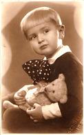 ENFANT & JOUET : OURS EN PELUCHE / CHILD & TOY : TEDDY BEAR - CARTE VRAIE PHOTO / REAL PHOTO : IASI ~ 1930 - '935 (ad811 - Kinder