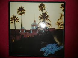 LP N°1964 - EAGLES - HOTEL CALIFORNIA - COMPLET POSTER A L' INTERIEUR - GRAND ALBUM EXCELLENT ETAT - Rock