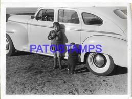 129124 AUTOMOBILE OLD CAR AUTO SEDAN & CHILDREN 11 X 8 CM PHOTO NO POSTAL POSTCARD - Ansichtskarten