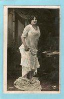 Jeune FEMME Qui Se Déshabille- (PHOTO 2078) - 1910 - - Femmes