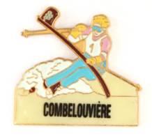 Pin's LA LECHERE (73) - Station De COMBELOUVIERE - Le Skieur En Plein Slalom -  J140 - Villes