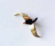 Pin's Strass Laque  Oiseau En Vol -ANIMAUX -R48 - Animals