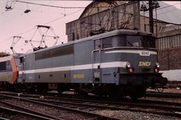 Photo Diapo Diapositive Slide Train Wagon Locomotive Electrique SNCF BB 9240 Verte Avec Sybic Le 05/11/1997 VOIR ZOOM - Dias