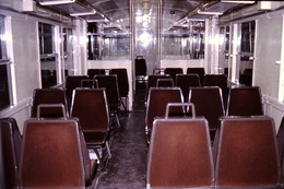 Photo Diapo Diapositive Slide Train Intérieur Wagon De Banlieue SNCF De 2ème Cl Z5300 Le 16/02/1994 VOIR ZOOM - Dias