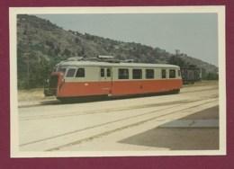 050220B TRANSPORT TRAIN CHEMIN DE FER - PHOTO 1969 CFD 214 - Réseau Du Vivarais ? - Stations - Met Treinen