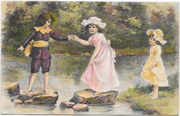 Trois Enfants Traversant Rivière Sur Rochers - Unclassified