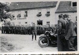 Photo De Soldat Au Garde A Vous Avec Une Estafette Sur Sont Side-car En 1938 - Guerre, Militaire