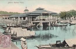 Malaysie Johore Market Place Du Marché Cpa Carte Voyagée + Timbre Cachet Johore Avec Couronne 1909 Singapour Singapore - Malaysia