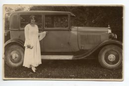 AUTOMOBILE CARTE PHOTO  Jolie Dame Devant Sa Belle Automobile 1920    D02 2020 - Voitures De Tourisme