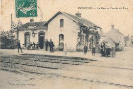 45 // DORDIVES   La Gare Et L'entrée Du Pays - Dordives