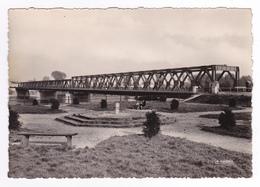 67 Strasbourg N°997 13 Le Pont Du Rhin En 1957 Beau Pont Métallique Femme Et Enfant Assise Sur Un Banc VOIR DOS - Straatsburg