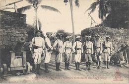 CPA Cambodge Siem-reap Tirailleurs Cambodgiens Devant La Citadelle - Kambodscha