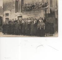 Questembert;Carte Photo ; Tout Le Personnel Devant La Mercerie Frénet-Provost Et Habert (carte Rare); Réf183 - Questembert