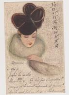 Cpa Fantaisie Dessinée Et Signée ( ? )/ Jeune Femme Avec étole En Fourrure Et Chapeau En Forme De Trèfle à 4 Feuilles - Illustratori & Fotografie